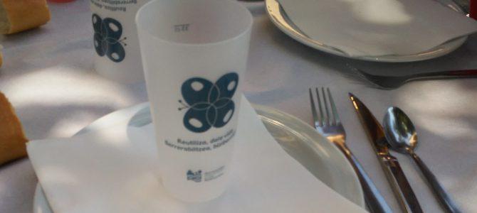 Fiestas sostenibles: el Ayuntamiento de Legarda opta por la utilización de vajilla reutilizable en la comida popular